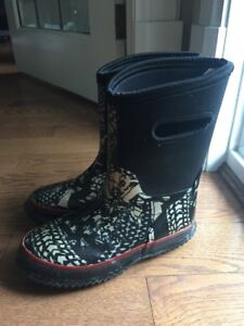 BOY'S RAIN BOOTS SIZE 13 BLK/GREY/SILVER LIKE NEW!