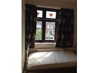 IG5.Woodford.V clean single room.close to South woodford/Gants hill tube station.All Bills inc.