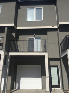 Female roomie wanted-3 BR shared Tuxedo townhouse-Upper bedroom