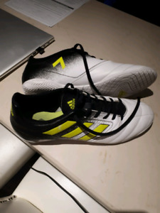 Adidas indoor soccer shoes s10