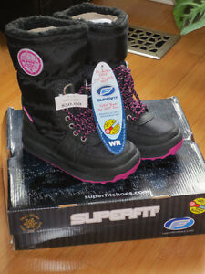 """NEW!   Girls """"Superfit"""" Cheda 96 Winter Boots - Size 13 London Ontario image 1"""