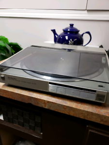 Technics Linear Tracking  Turnrable