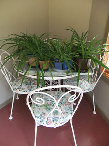 white round wrought iron table and 4 matching chairs