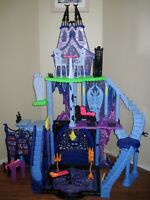 MONSTER HIGH CATACOMBS PLAYSET