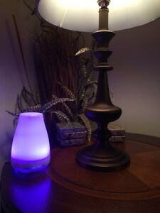 B, NEW SEALED ESSENTIAL OIL DIFFUSER .7 changing color