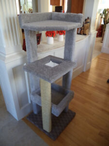 Tall Indoor Scratching Posts & Tree House - Made Strong!