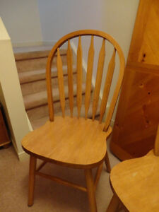 Solid Wood Table & 4 Solid Wood Chair set in Honey Stain Kitchener / Waterloo Kitchener Area image 9
