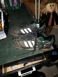 Adidas mens indoor soccer shoes size 9 1/2 OBO