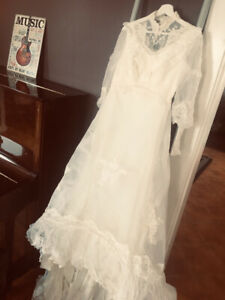 Vintage Pearl & Lace Wedding Dress...only $50!