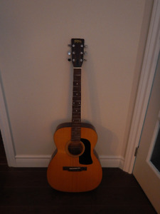 Guitare acoustique Washburn