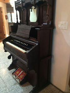 Antique  Karn Pump organ in great shape