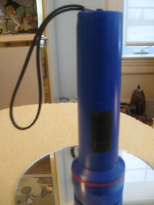 LIKE-NEW GARRITY BATTERY-OPERATED FLASH LIGHT with HAND GRIP