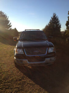 2005 Ford Expedition black, gold SUV, Crossover