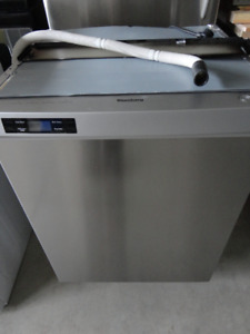 SS Bloomberg Dishwasher in Excellent Condition Like New