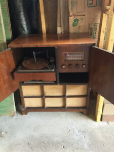 Westinghouse Antique Record Player and Radio