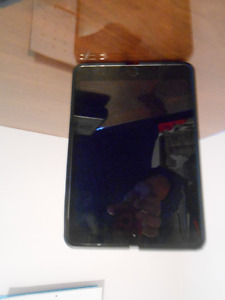 Ipad 3 black and gray with case  64g
