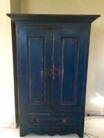 Armoire en bois avec portes coulissantes