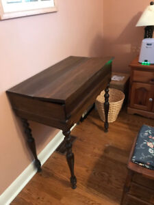 Writing desk with folding top