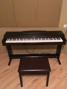Roland HP-137 Digital Keyboard with Bench