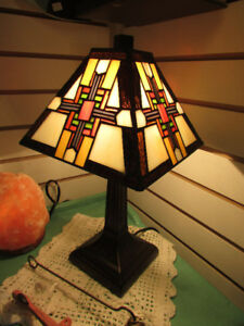 TIFFANY STYLE STAINED GLASS TABLE LAMPS