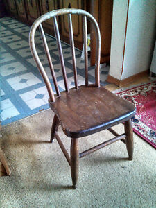 "NICE ANTIQUE SOLID WOOD ""HOOP BACK"" CHILDREN'S CHILD'S CHAIR Cambridge Kitchener Area image 1"