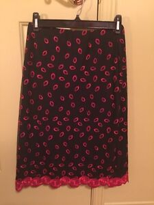 Beautiful black and red skirt from boutique Lily Simon at Ogilvy West Island Greater Montréal image 1