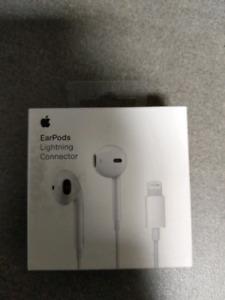 Apple ear pods lightning connector