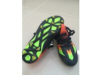 Football boots ** Adidas Messi ** size 5 blades