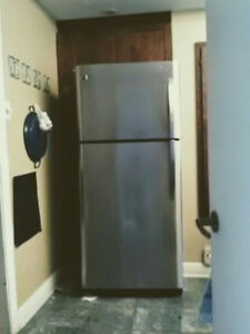 Fridge Kenmore 21.4 cu ft top freezer  6 yrs.old vg condition