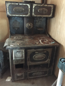 "Antique CAST IRON STOVE - ""CANADA PRIDE"""