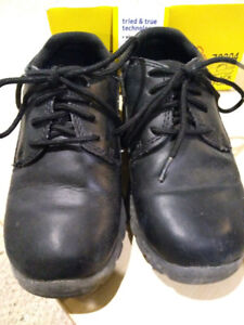 Black dress shoes -Size 11 Youth