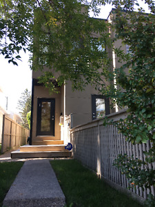 $2150/m - 3 Bedroom, 3.5 Bath Town House for Rent - Killarney SW