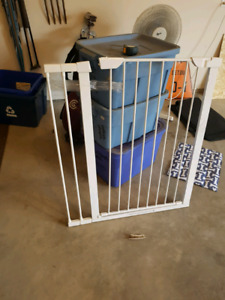 Safety gate for child or pet