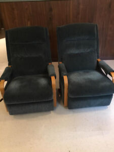 TWO LAZY BOY RECLINERS IN EXCELLENT CONDITION - BOTH ONLY $150