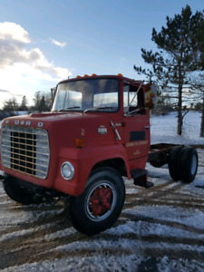 Ford ln 700