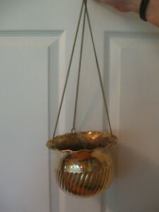 DECORATIVE VINTAGE HANGING BRASS FLOWER POT