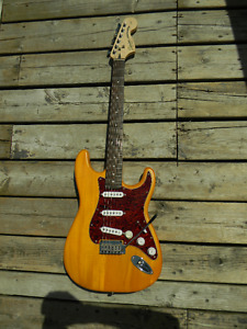 ***Squier Stratocaster Standard series,Trans. Amber***