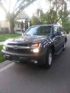 2004 chevrolet Avalanche (fully loaded)