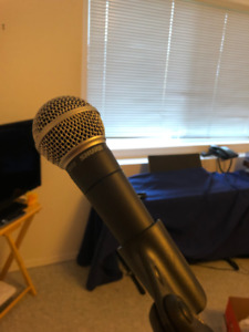 Shure SM58 microphone, stand & cord