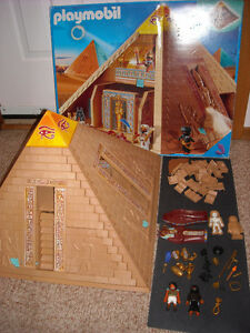 Playmobile pyramid set