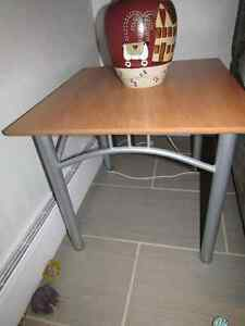 2 Side tables - Excellent condition Gatineau Ottawa / Gatineau Area image 1