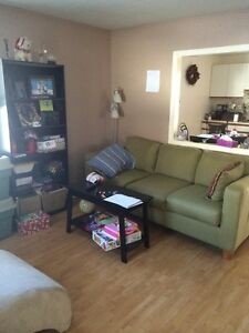 Parry Sound, All inclusive ! Nice clean bright, main floor