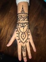 PROFESSIONAL HENNA BODY PAINTING