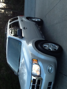 2009 Ford Escape XLT SUV, LIKE NEW..6 CYL..SUNROOF