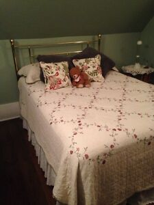 Trade double bed & cash for queen
