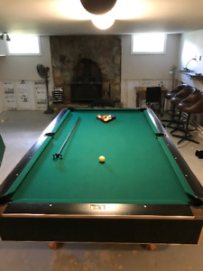 Black Crown pool/snooker table with classic green felt 5 x 9