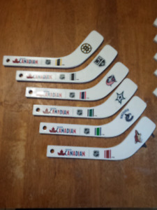 MOLSON CANADIAN 12 INCH BOTTLE CAP OPENER HOCKEY STICKS