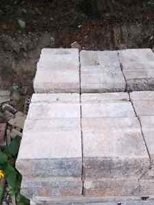 Retaining wall solid stones