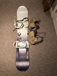 Womens Like New Salomon 148 Snowboard Kit