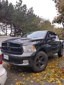 2010 Dodge Ram 1500 Sport V8 Hemi Fully loaded!